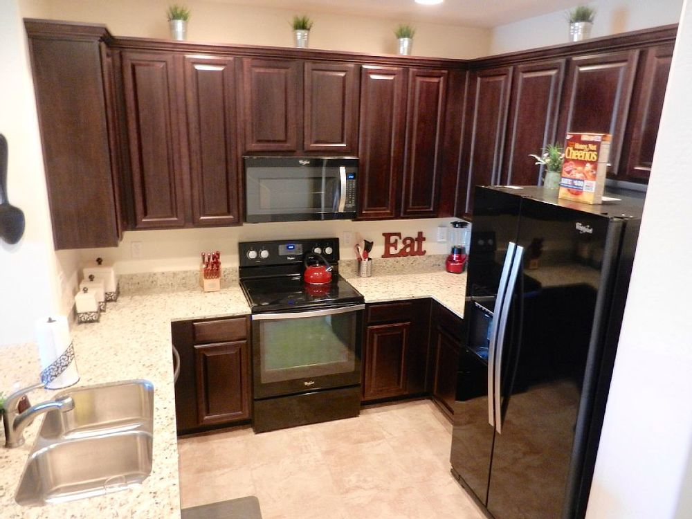 Granite cabinets, icemaker, large cabinets