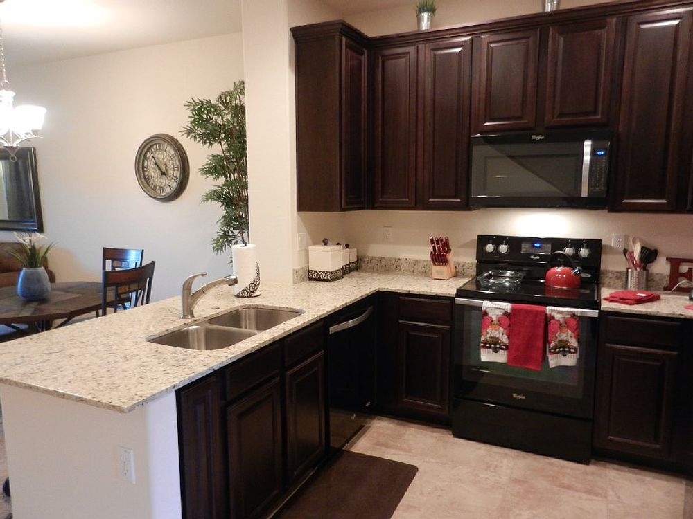 Kitchen, dishwasher, upgraded stove