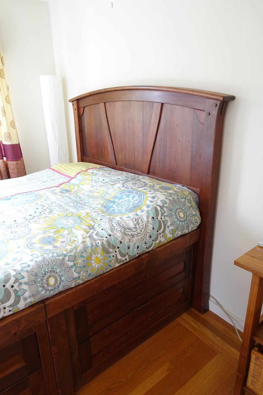 Dresser/bed