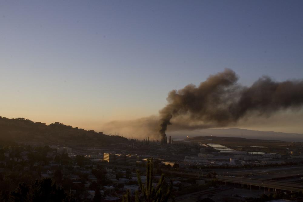 Refinery fire_12.jpg