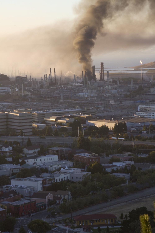 Refinery fire_13.jpg