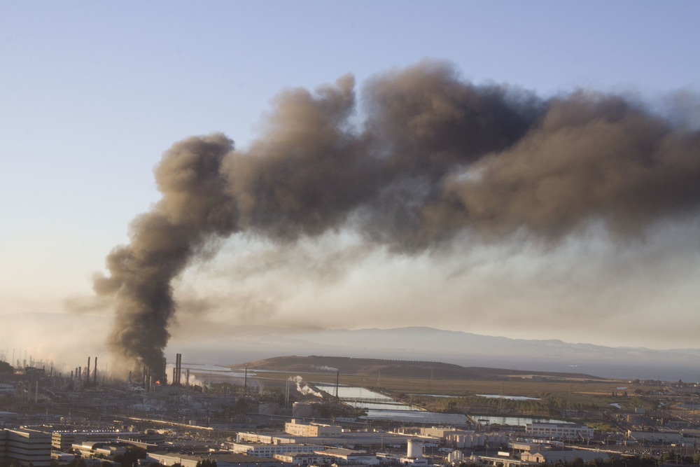 Refinery fire_104.jpg