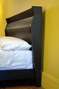 bed_black_2.jpg
