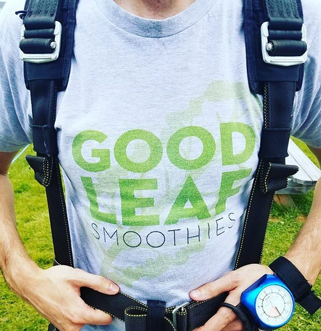 "When you're living the ""Good Leaf"" at 12,000 feet (we wanted to advertise with a plane towing a banner, but it wasn't in the budget) ✈️🌿🍍🍌🥕🍎🍐 #goodleafsmoothies #thegoodleaf #smoothie #smoothies #smoothiebowl #greensmoothie #organic #organicfood #nongmo #vegan #vegetarian #healthyfood #health #nutrition #healthy #fitness #fitfood #fit #fruit #vegetables #diet #weightloss #wellness #yoga #skydiving"
