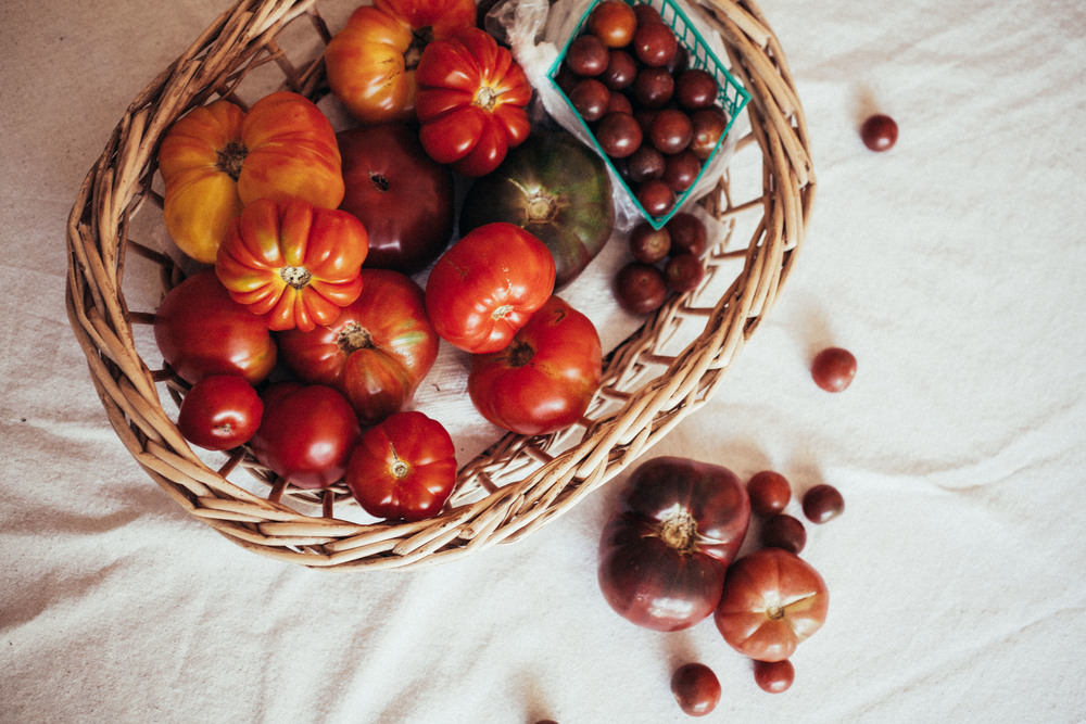 how to pick the best heirloom tomatoes so you don't go home with a sad rotten beauty ever again.
