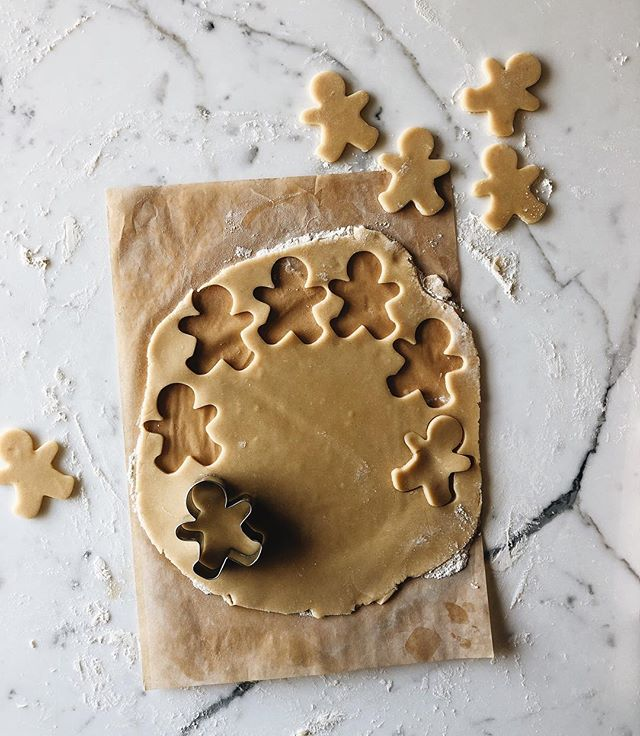Totally dreaming about gingerbread. . Anyone else so excited for all the holiday things?! 🙌🏻❤️ . Ps. This isn't gingerbread (just cute little gingerbread men) but it IS my favorite sugar cookie dough - you can find it on my site. Search it. Also soak up the old site while you can cause we're launching our new site soon! 🎉🎉🎉 #sweetishco