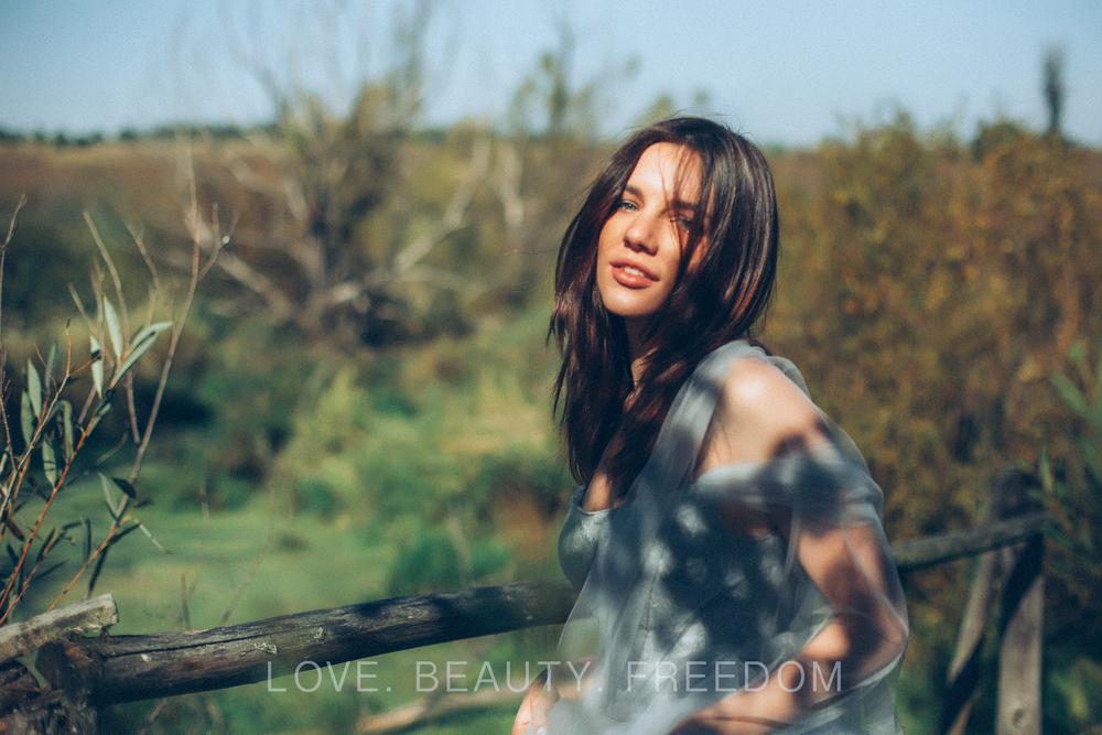 girl and nature-149.jpg