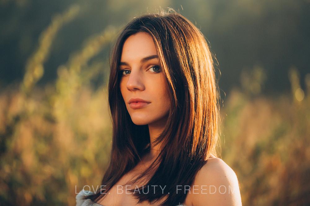 girl in the field-30.jpg
