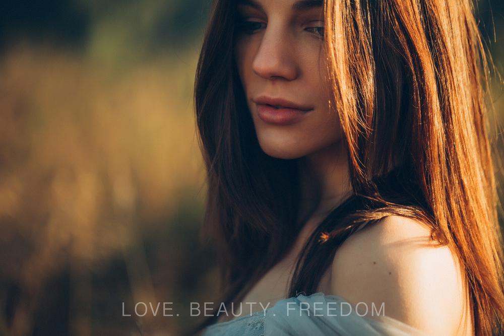 girl in the field-38.jpg