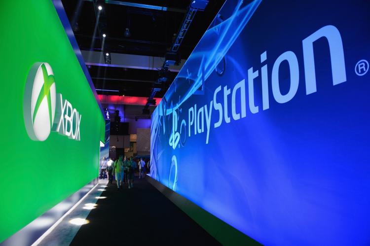 Xbox PlayStation booths E3 2013 pic 2.jpg
