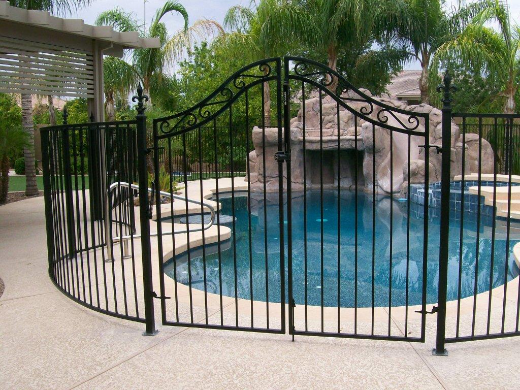 safety pool fence. Is Your Pool Safety Fence Truly Safe? Tips That Help With Compliance