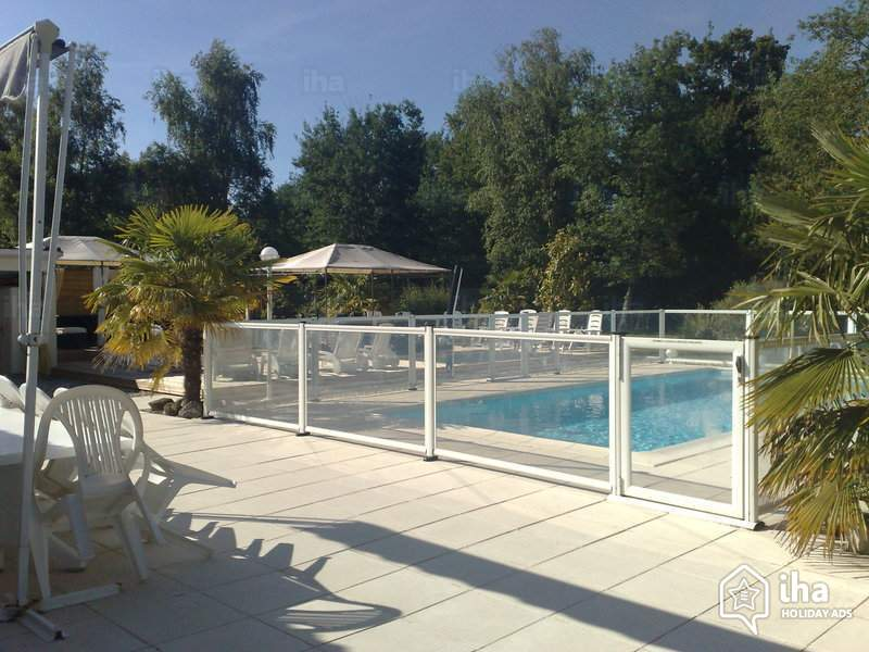 How To Install An Attractive Pool Fence Considering Safety