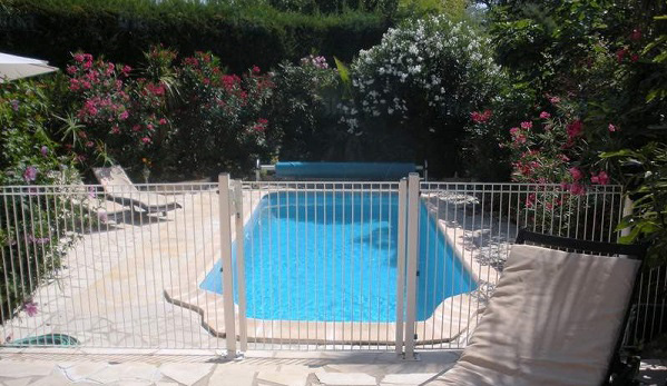 Quick Guide On Pool Safety Fence Installation Reminders Included