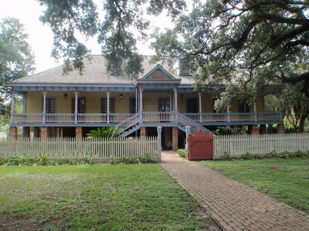 Laura_Plantation_House_Front.JPG