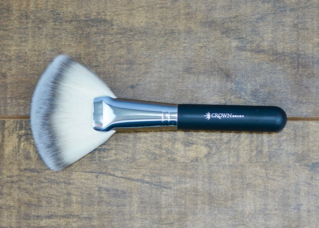 BoxyCharm-March-2017-Crown Brush1.jpg