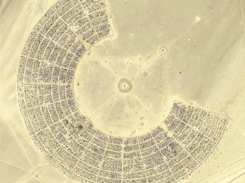 Burning_Man_2007_aerial_view-940x705.jpg