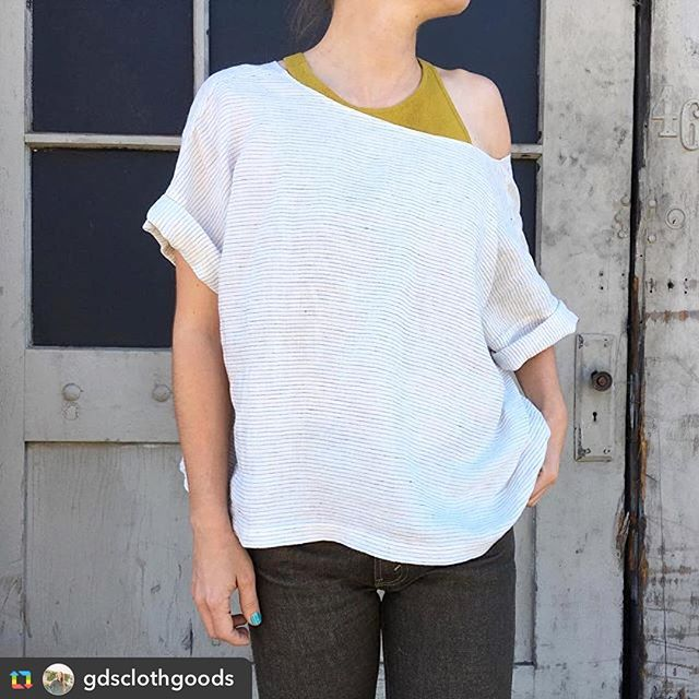 The very cool and comfortable Block Top from our amazing friend @gdsclothgoods will be available for purchase at #CPSocial this Saturday! ⚪️⚫️ Come check out her #sustainable brand and support local #makers 🔹#repost #workwearinspired #madeinUSA #madeincalifornia #ethicalfashion #cutandsew #denim #clintonparksf #shoplocal