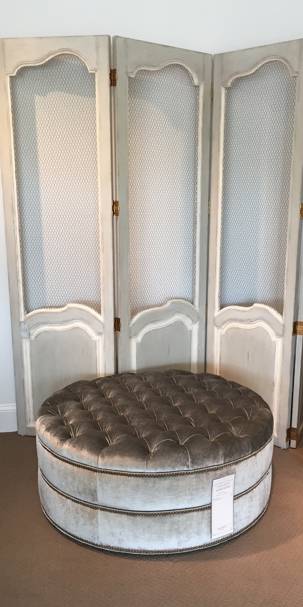 A gorgeous ottoman perfect for a master bathroom/bedroom or closet!