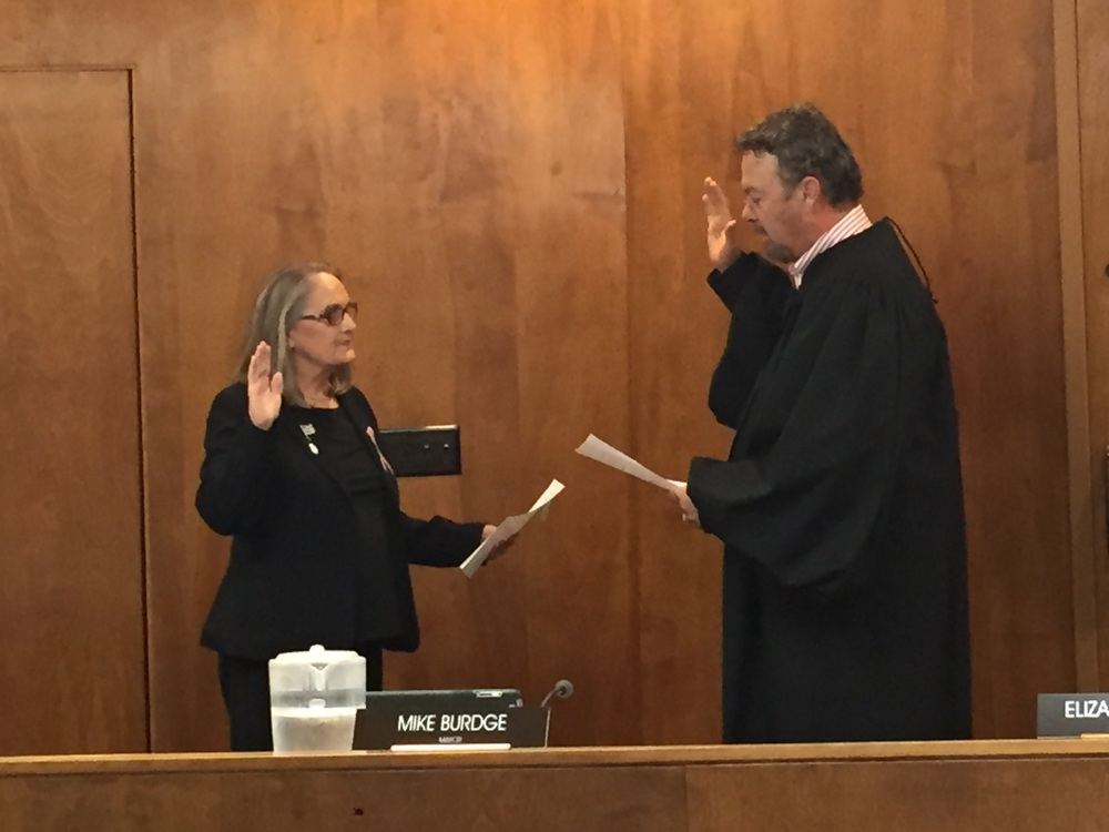 City Municipal Judge Mike King swears in Councilwoman Patty Dixon for a three-year term.
