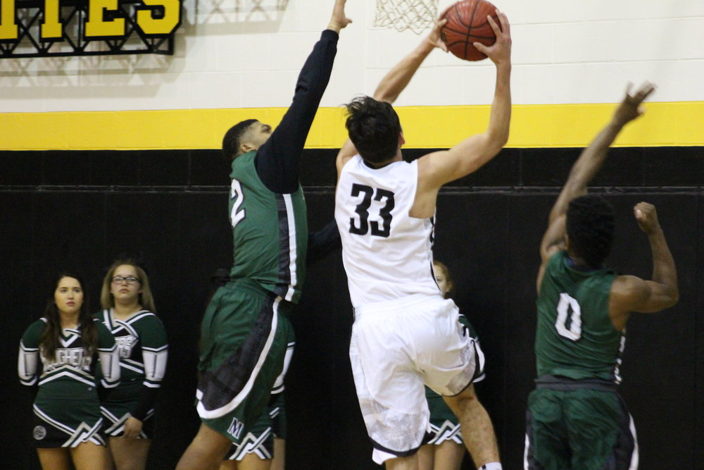 Kyle Keener led all scorers with 19 points Friday night in Bixby. (Photo: Morgan Miller).