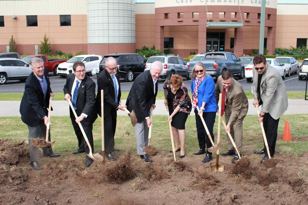 Left to right: councilman Phil Nollan, councilman Brian Jackson, mayor Mike Burdge, mike case, pat case, councilwoman patty dixon, vice-mayor john fothergill, councilman beau wilson.