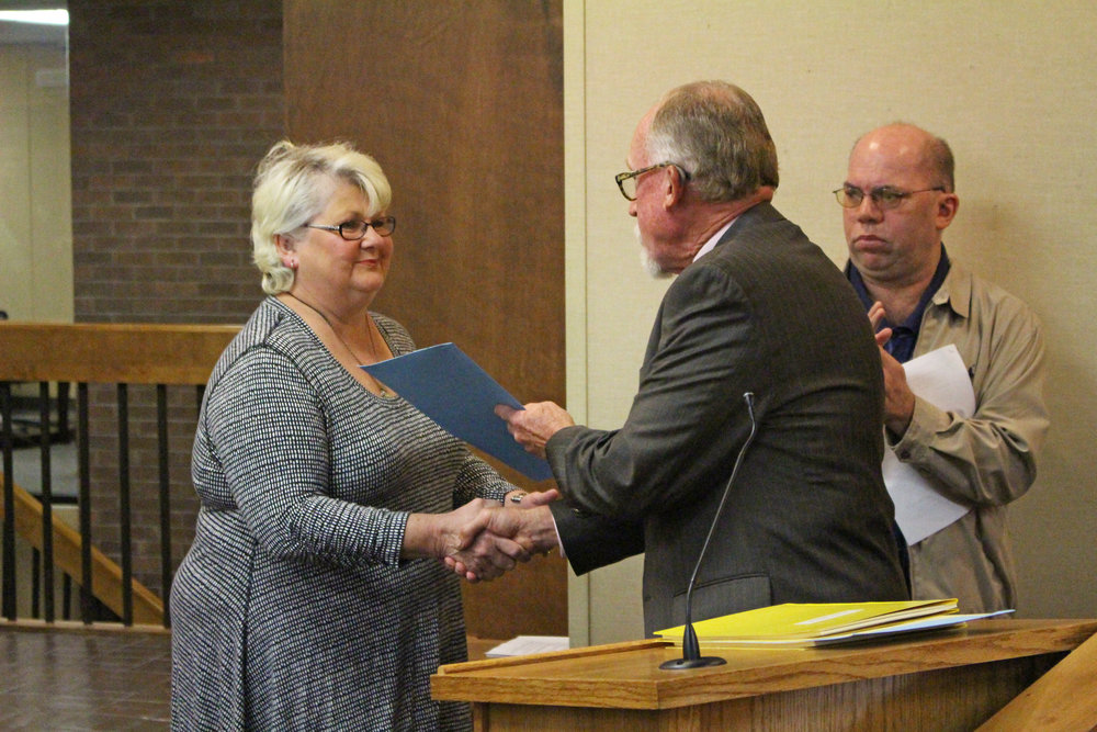 Mayor Mike Burdge presents Robin Porter with a Mayoral Proclamation. (Photo: Scott Emigh).