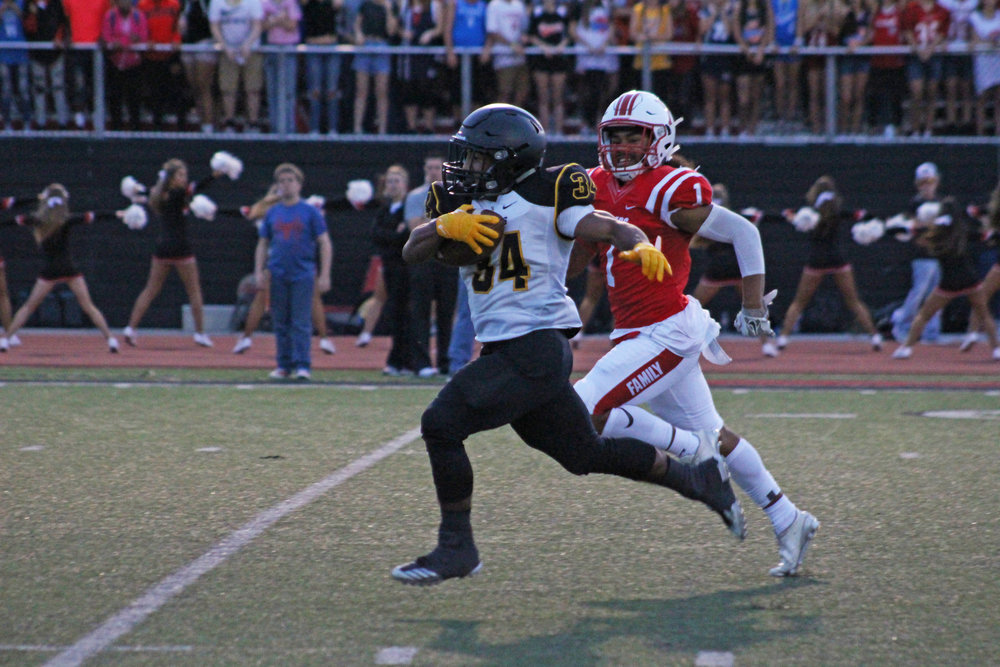 CPHS senior running back Payton Scott set a school record with 507 rushing yards and 7 touchdowns in the 55-13 win over Bartlesville. (Photo: Morgan Miller).