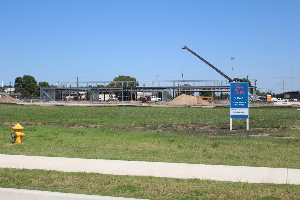 Warren Clinic and Emergency Services construction in River West 170823 (Scott Emigh) 005.JPG