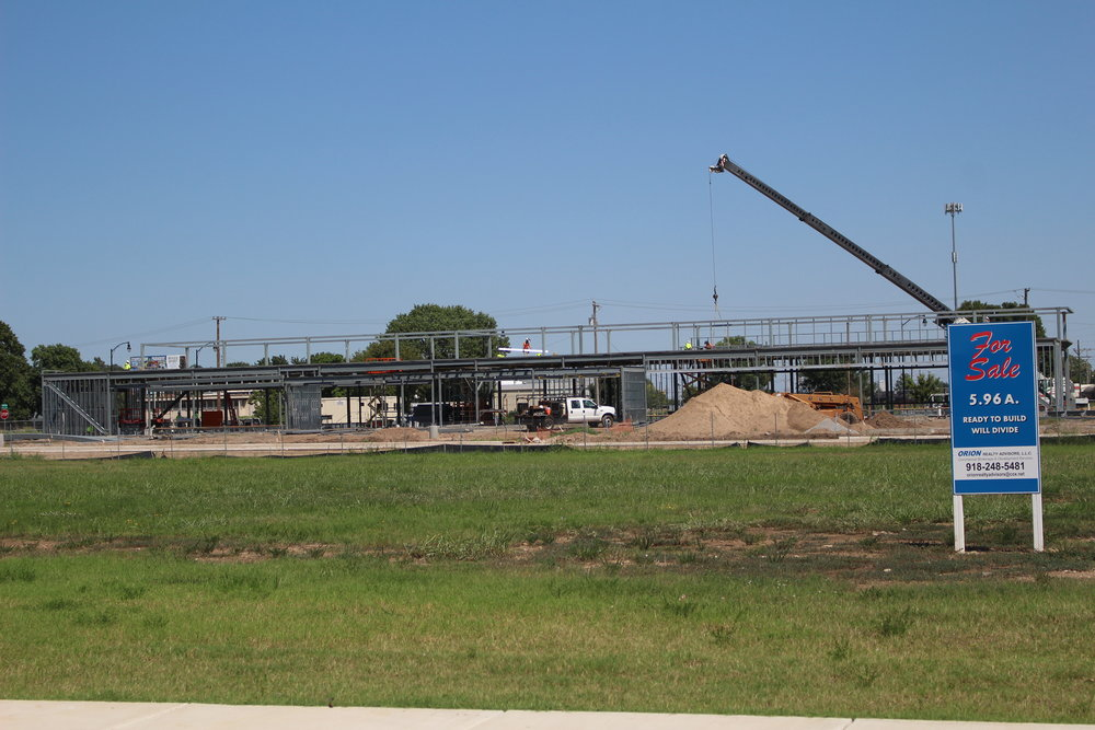 Warren Clinic and Emergency Services construction in River West 170823 (Scott Emigh) 006.JPG