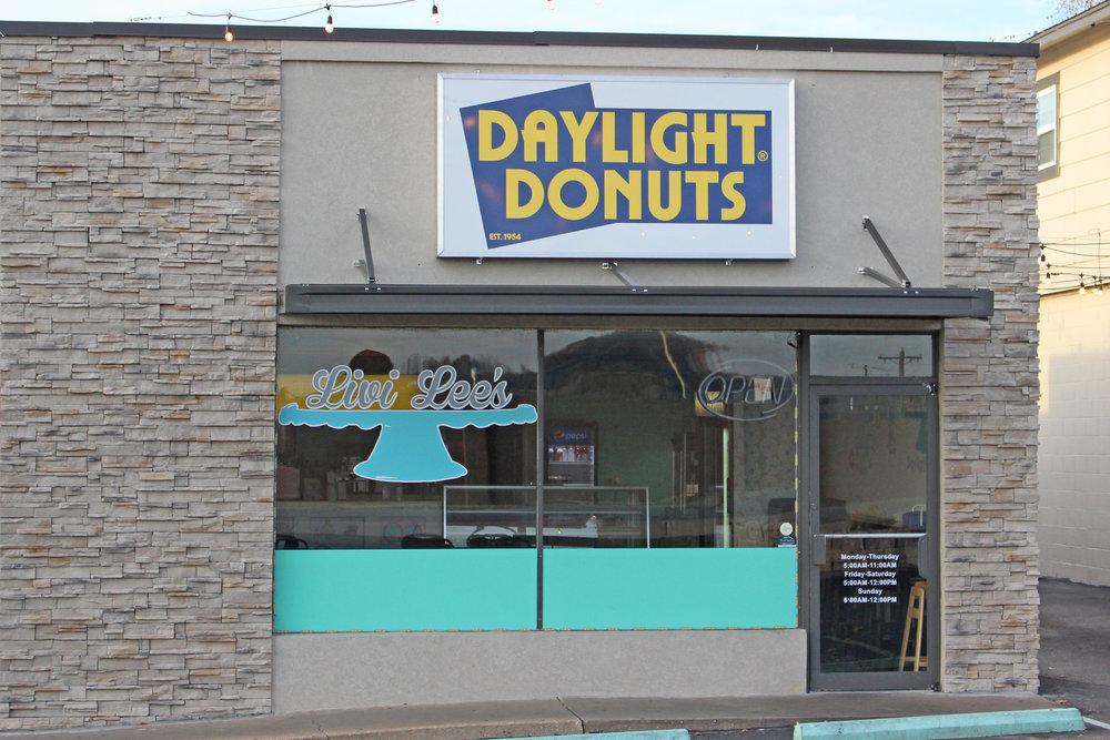 livi lee's daylight donuts - livi lee's corner 411 east broadway street