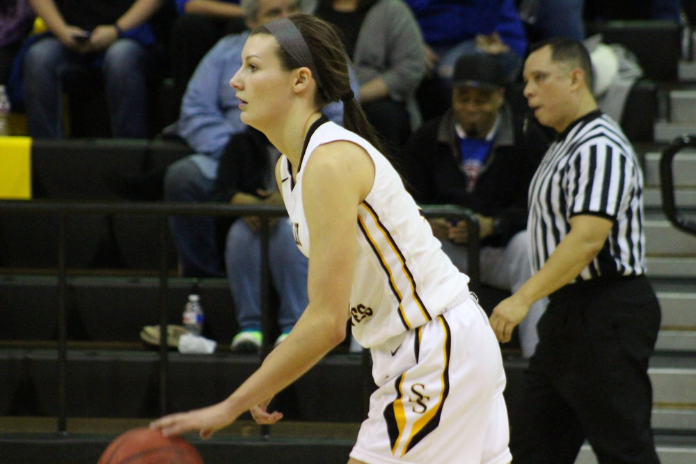 University of Kansas-committed junior Holly Kersgieter scored a career-high 28 points in a rivalry win at Sapulpa. (Photo: Scott Emigh).