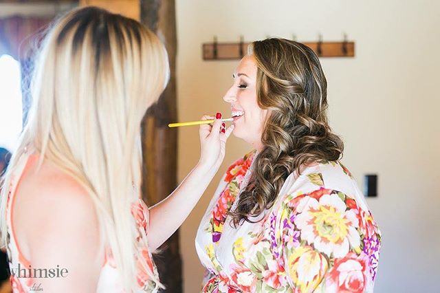 What a joy it was to work with Jessica on her wedding day! So much happened that I even drove her to her wedding venue and snuck her past her groom without him noticing, and then stayed to do some last second touch-ups.  Sometimes it's not in my job description but it's those moments that I absolutely love and would do anything for my brides to be happy.  Thank you Whimsie Studios - photography & videography for capturing this behind the scenes moment. Can't wait to show you guys more. @whimsiephotographie @pinerosewedding