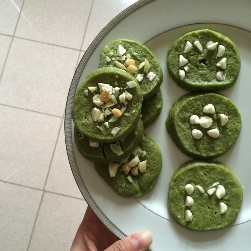Green tea cookies topped with white chocolate, macadamia nuts and sweetened dried coconut!