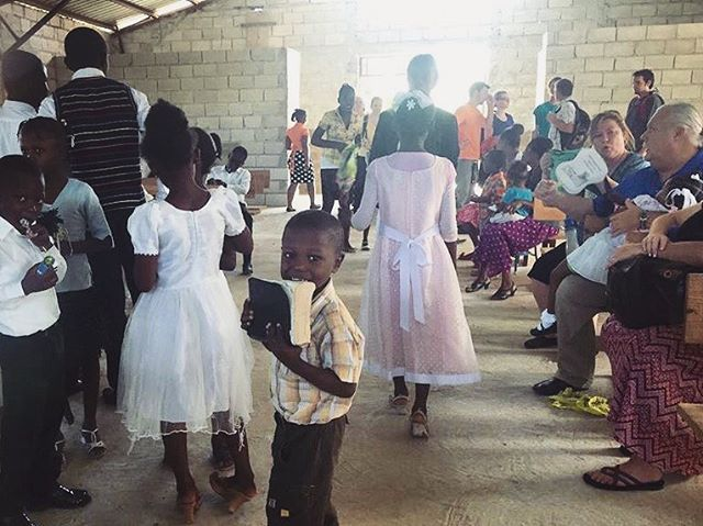 Fall team update // The team enjoyed attending a wonderful church service in Cite Soleil yesterday. They were also able to finish getting settled in &  prepare for the upcoming clinics. Thanks for you continued prayers! ______________________________________________________ photo via @randbcape // #haiti #ayiticheri #ayiti #culture #church #thisishaiti #caribbean #haitiduhhh