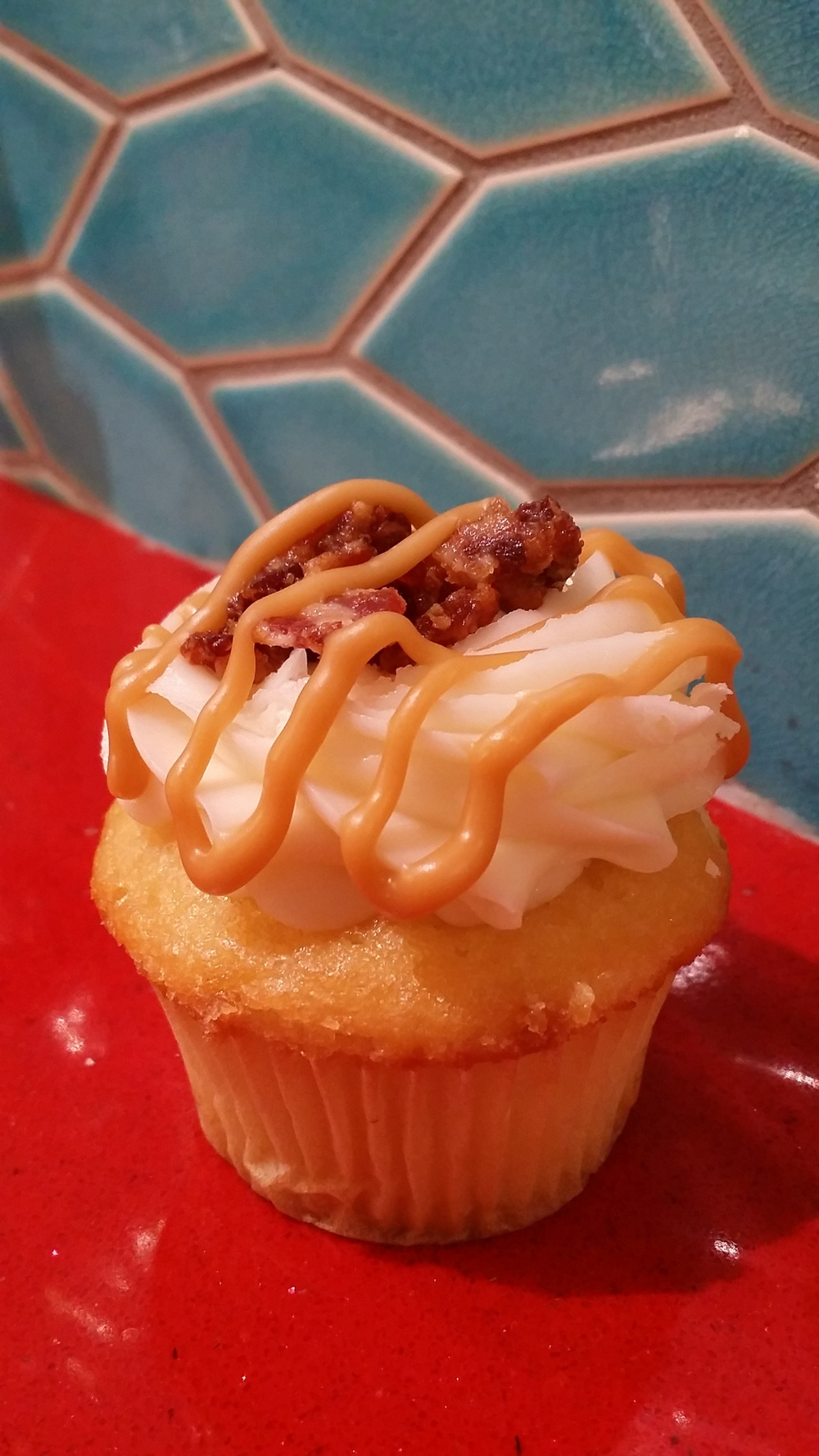 Cako Maple Bacon Cupcake