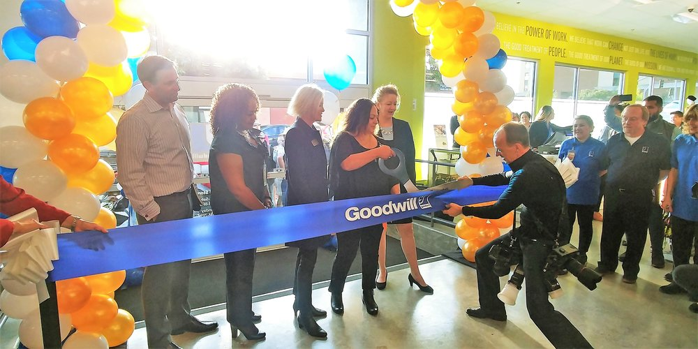 donuts-for-donations-goodwill-san-francisco-san-mateo-marin-counties-support-grand-opening-of-their-san-rafael-store-sandy-by-the-bay-blog-sffoodphotography-sf-food-photography-sffoodie-sffoodies-ribbon-cutting-ceremony.jpg