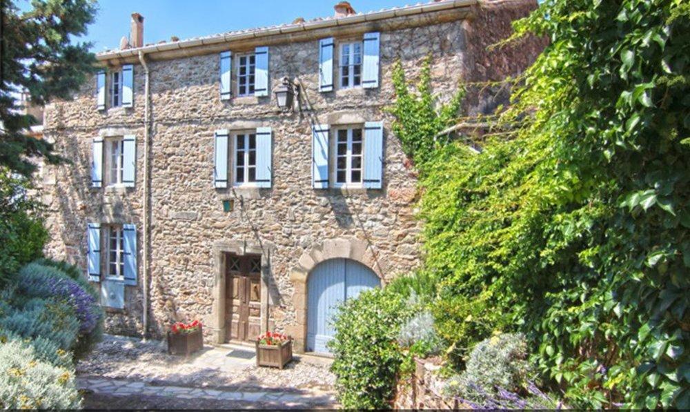 c hambre d'h  ôtes unique   réservé aux adultes dans le sud de la France, l'endroit idéal pour se détendre.