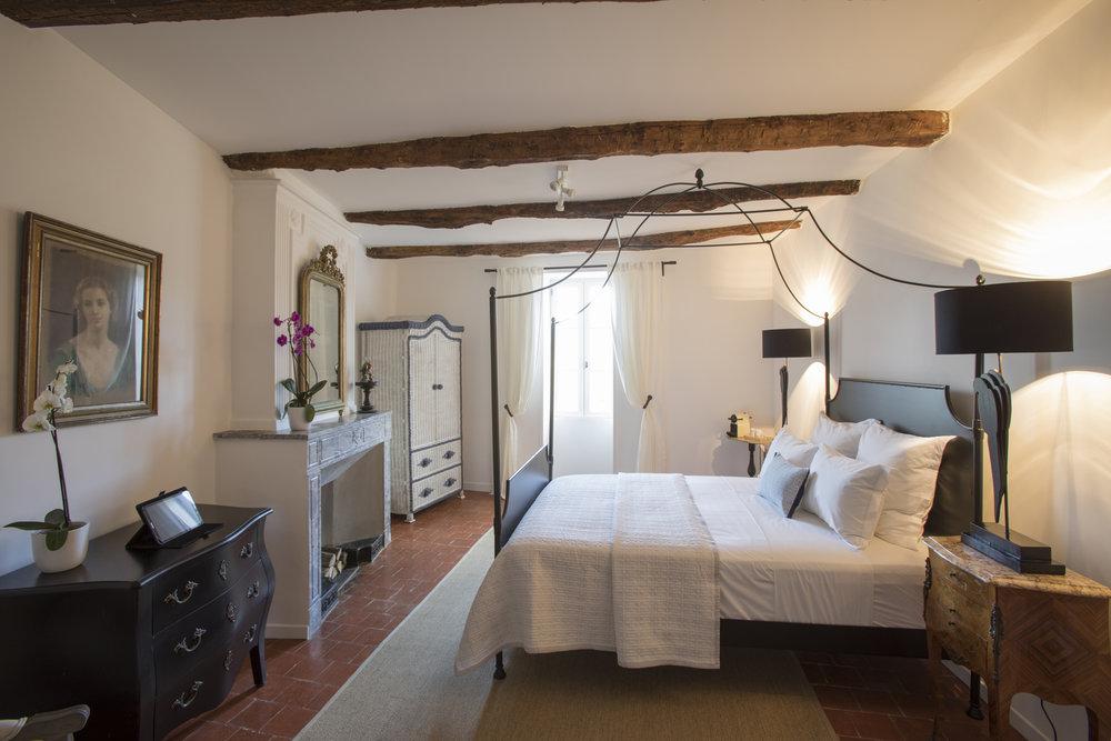 - 5 chambres / suites de luxeDécorées individuellement avec une vue imprenable sur les environs