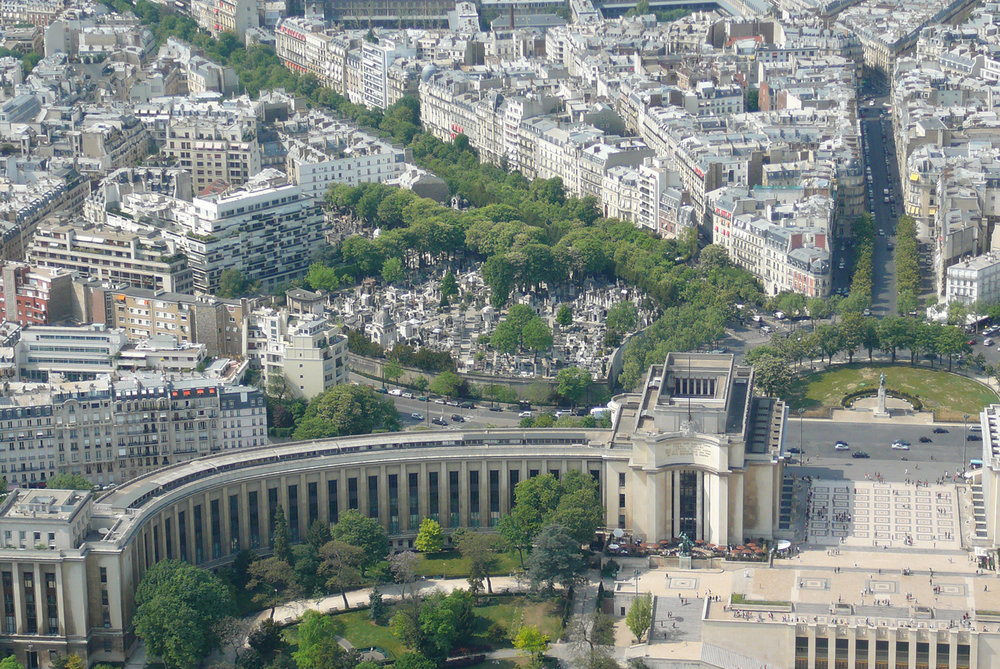 Trocadero_and_cemetery.jpg