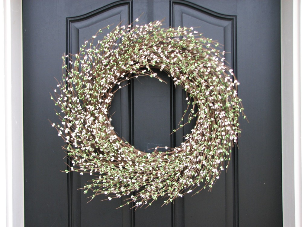 We love the simplicity of this bud wreath, which easily works well for both spring and summer