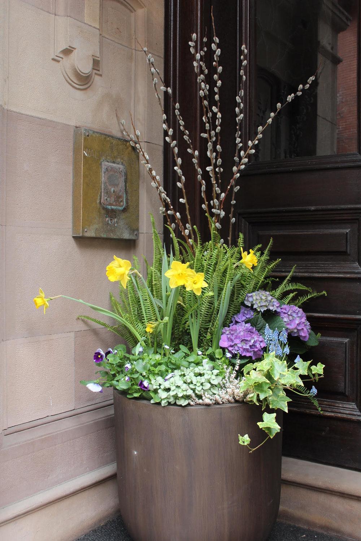 entrance urn