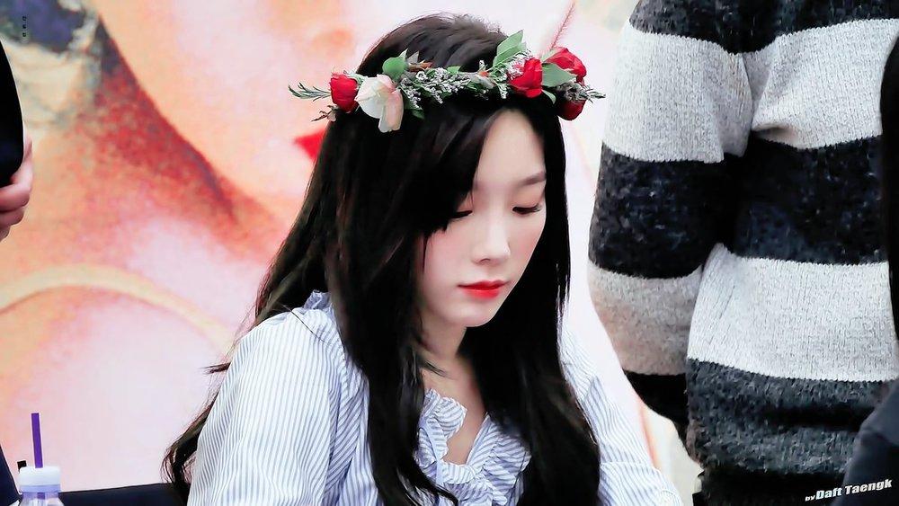 crown taeyeon.jpg