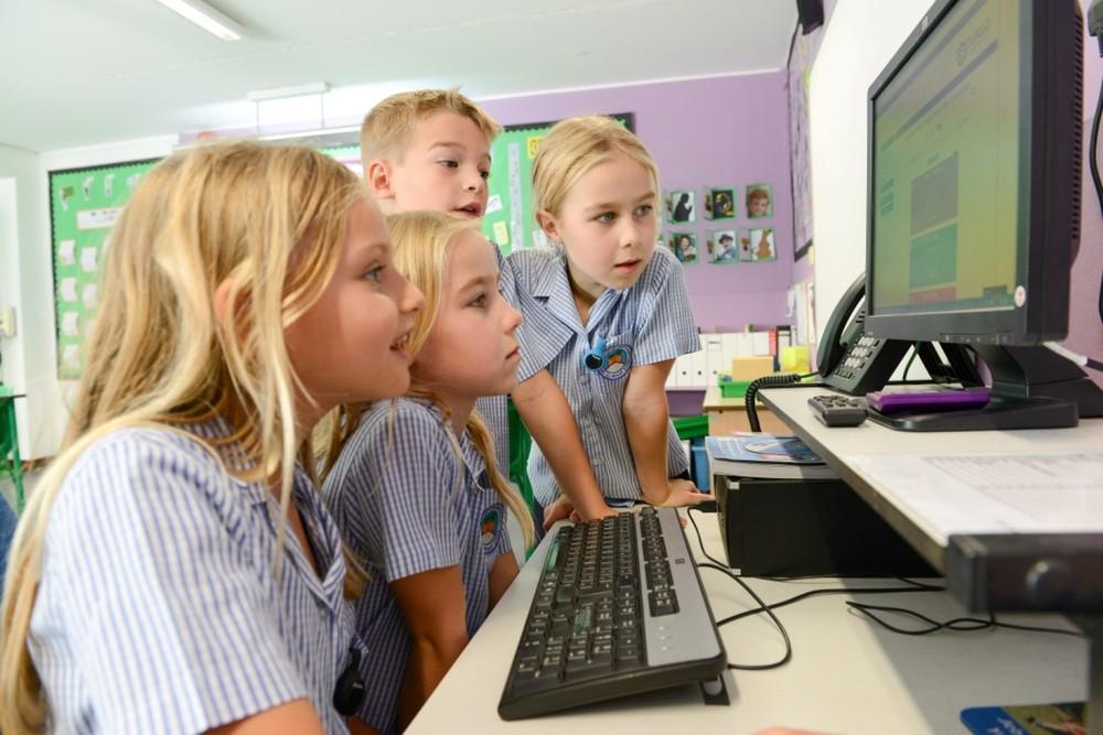 Kids On Computer (Medium).jpg