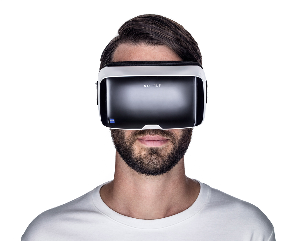 pi-0073-2015-zeiss-vr-one-man.png