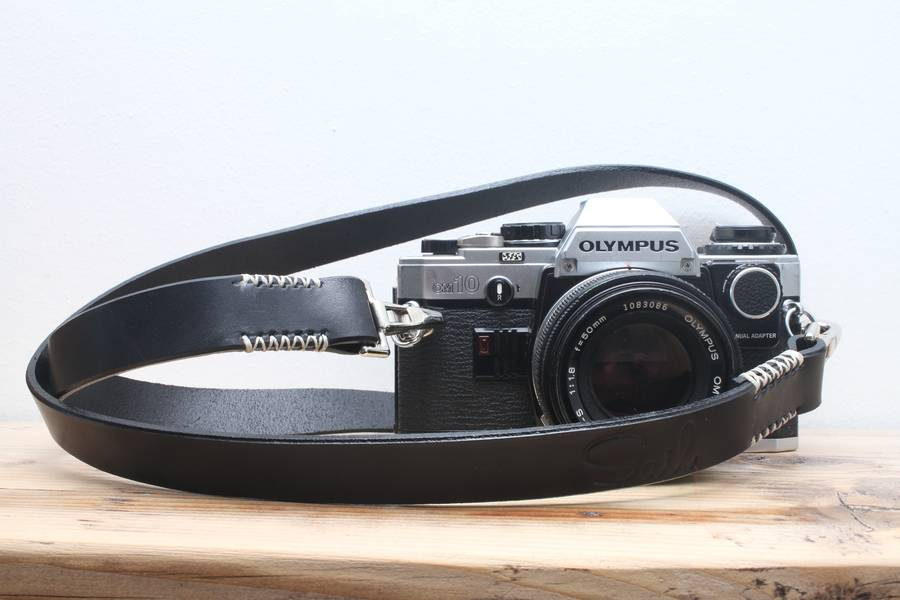 Retro leather camera strap by Sail.