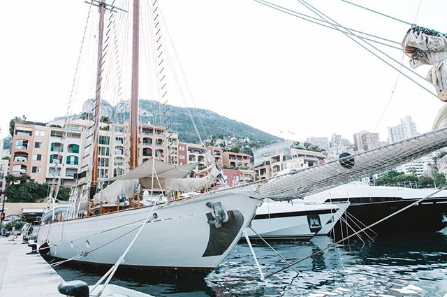 Check out the rigging on her 😜 ⚓️ #Monaco #Marina #boatlife #lifeatsea #yacht #rigging #explore #adventure #adventureisoutthere #saltlife #wanderlust #mediterranean
