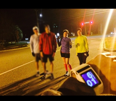 I am the one throwing up the spirit fingers! Even at 6am... seems all my running photos have me doing this... trying to break that habit... HA!