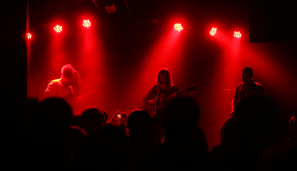 The Lexington was buzzing with excitement as Mothers stepped on stage. Photo: Roosa Päivänsalo