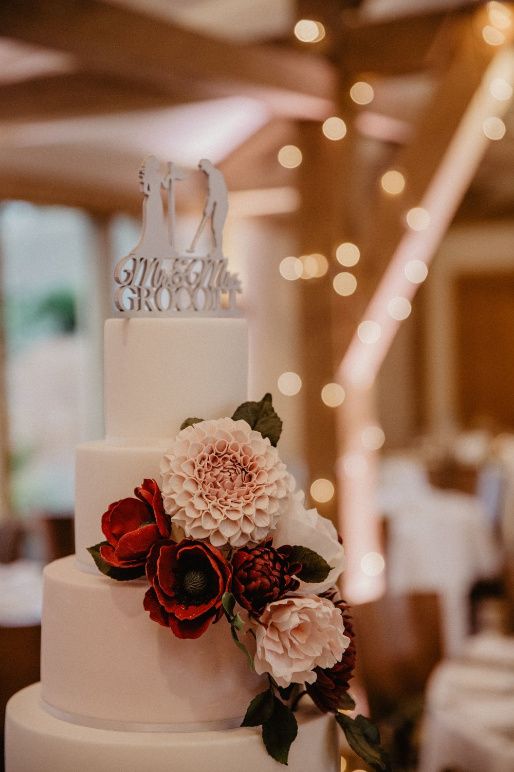 Beautiful wedding cake by Meadowsweet Cakes, Hertfordshire cake company photography by Nikki Shea Bassmead Manor Barns St Neots