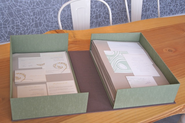 invite-portfolio-clamshell-box